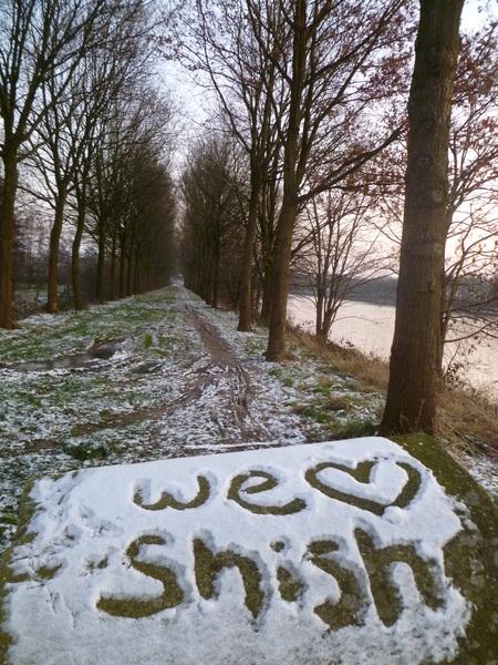 Het leuke van #sneeuw ? Dat je er in kunt schrijven! #malden kanaal voor het dikke pak sneeuw.