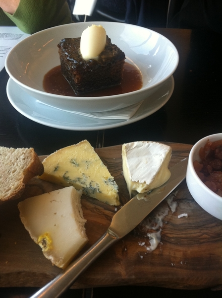 Tate Modern Resto: sticky toffee pudding and delicious selection of English Farmhouse cheeses