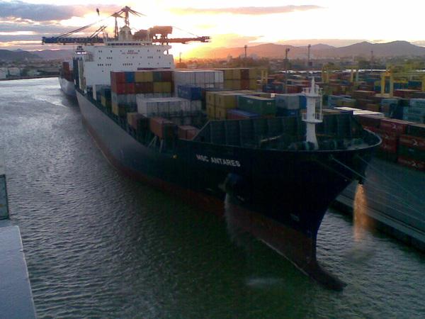 #ZP21 #navio 'MSC Antares' atracado no berço 2 do @Portonave