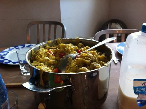 @GrasVormgeving ik denk dat ik iets teveel gekookt had maar ze vonden het lekker #pasta