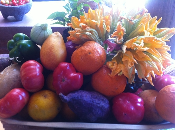 Carmelita's Resto in Zihua: Like going 2 home of 1 of Mexico's best cooks. FRESH, like this arrangement at front
