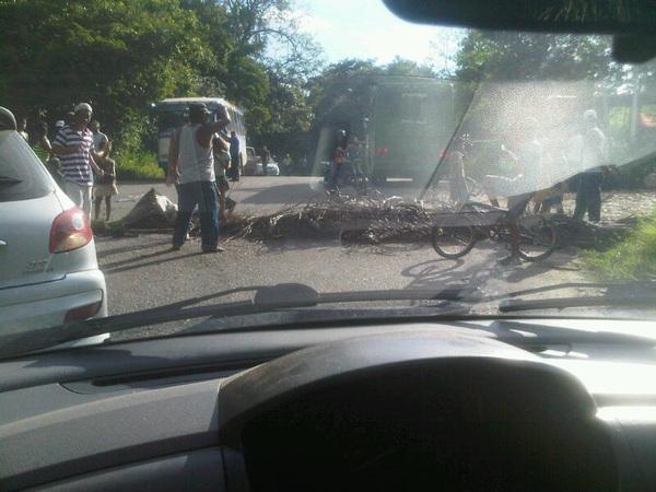 Donde esta la #policia de #Aragua @0800POLINAC que abuso es este? Paso una patrulla y se fue. @TareckPsuv @nicolasmaduro