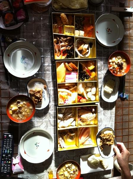 おせち料理です。今日のはグルーポンでGET。横浜のバードカフェ製です