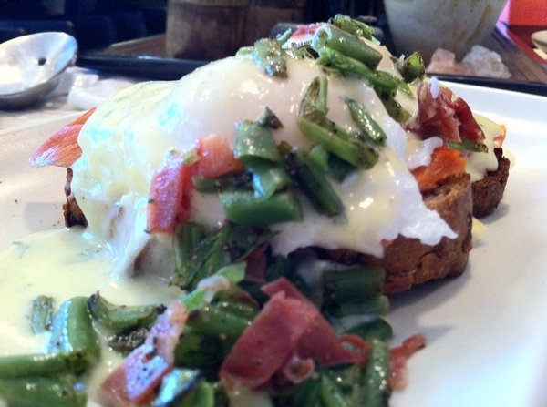 Made brunch 4 daughter home frm college:poachd eggs, smkd sockeye,cilantro hollandaise, bl peppr gr bns, cntry ham