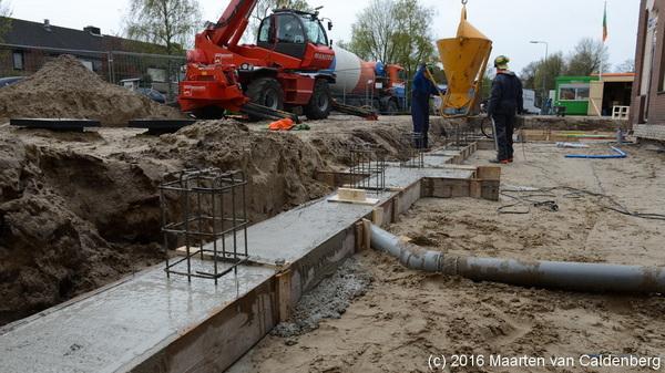 Bij de #molenhoekpassage in @wijkmolenhoek  #rosmalen werd vanmorgen de fundering gestort