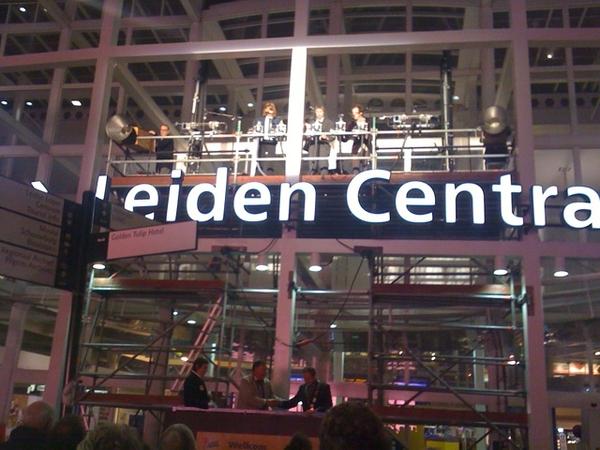 Opening van het Try Out Festival op Leiden CS met een sireneconcert #fb