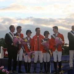 Silver medal at the European championships 👌🏻🙌🏻🏆🏅 #topteam #silver #tophorses #dutchteam #youngriders @nielsknape @jochemskevin @lisanooren @jensgrunsven @Daravanderwerf