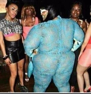 @Lewisbk09 oye aki tan las mujeres ke me pediste para el hookie party ----->