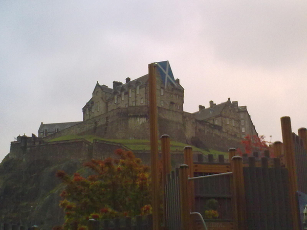 Wow! Look at the size of that saltire flying over #Edinburgh Castle...
