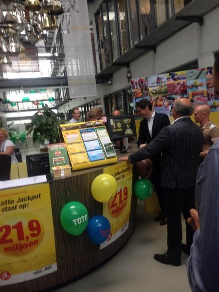 Opening van verkooppunt van De Lotto in Huis van de Sport