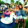 Unicorns, flamingo's en rainbows! Moet een leuke dag zijn geweest!🌴🦄💕🌈 #tbt #sisters #goodtimes #takemeback