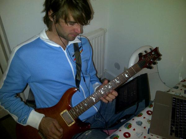 Even babyproof gitaarspelen :)