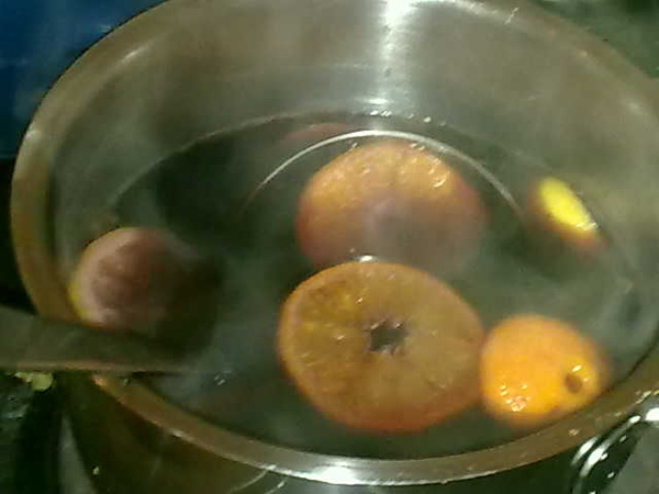 Christmas (still) in full effect...keeping it all going with a fresh batch of mulled wine. Cheap plonk suitably enhanced...