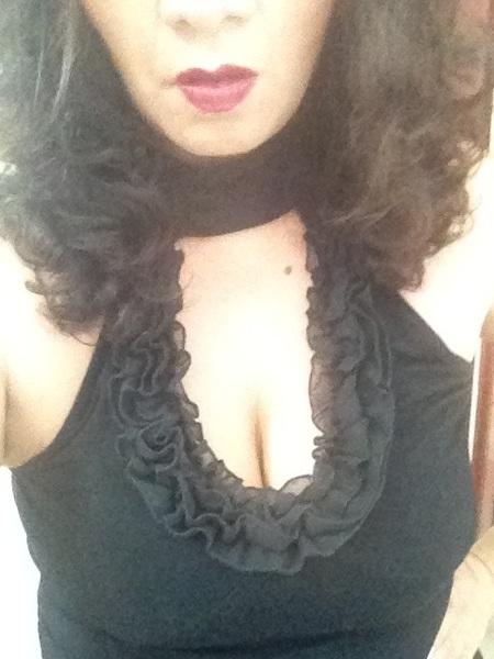 Pues hoy de femme fatale. Sombras negras y escote simpático