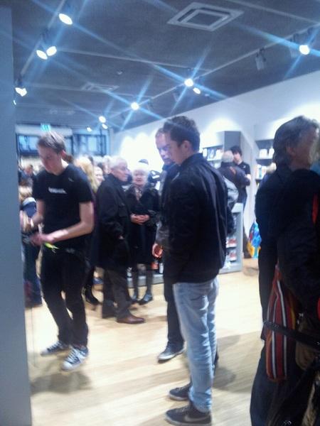 Belachelijk druk in de nieuwe Amac store in Deventer.