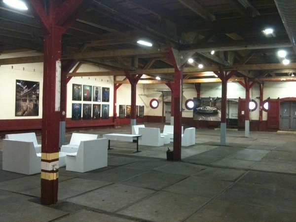 Fototentoonstelling in oude wijnhal #grid