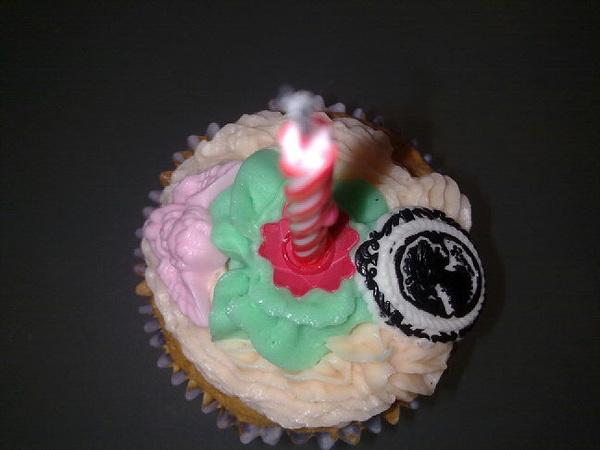 Iiieeee verrassingsverjaarsdagsvisite en cupcakes! Verrassing voor mij dan en niet voor @SpankyPoofPoof ☺