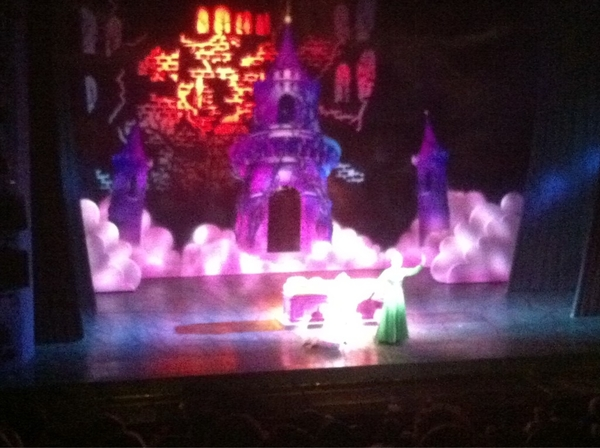Shrek The Musical in Drury Lane was fun. Amanda Holden sexy, dragon puppet huge and brilliant, sets luxurious. Hurray!