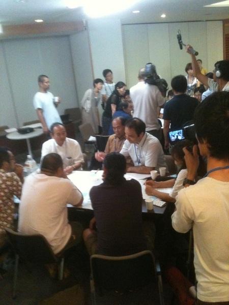 水都大阪フェス2011、ネットワークプロジェクト説明会でワークショップ中。醍醐さんがみなさんの意見をまとめています。 #水都2011 #suito