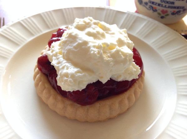 Zo maakte wij vroeger toen ik klein was gebakjes :') smaakt nog steeds net zo geniaal! :P http://twitpic.com/ebo595
