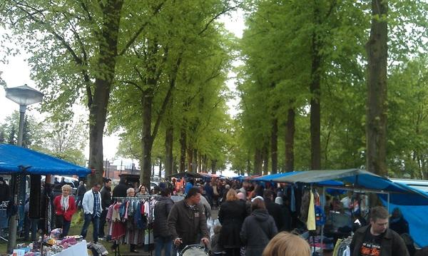 je kunt bijna over de koppen lopen bij de #vlooienmarkt in #venlo