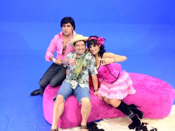 "Grabando con Rosa y Albertano para ""Naucalpan son Machin"" por Banda Max"