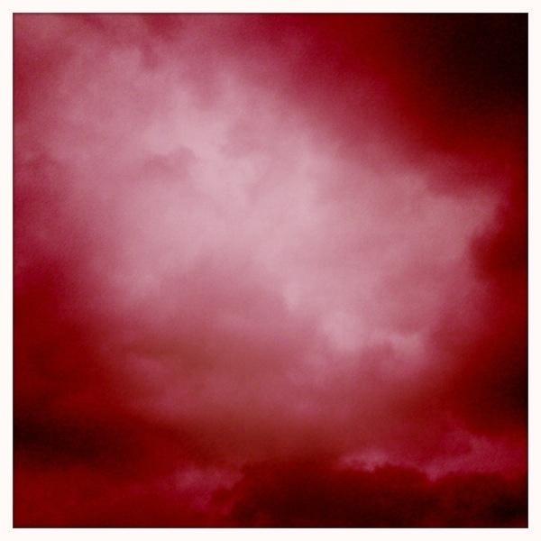 Dan wordt t de hipstematic. Voor t kleine beetje contrast. #geenblauw #wolkenfoto