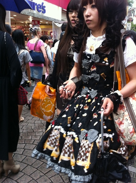 Hangin' with the Harajuku girls on Sunday afternoon