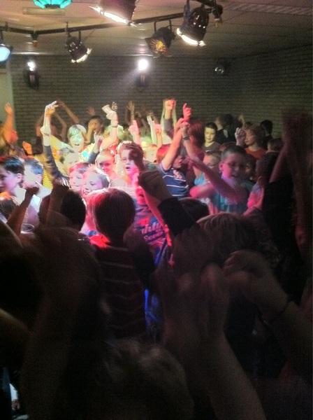 SJV disco begonnen, vanavond groep 7. Super gezellig!!!