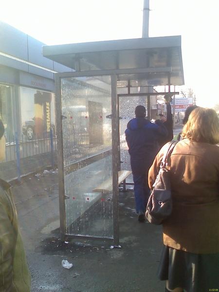 Ось так в Одесi миють автобуснi зупинки #myodessa
