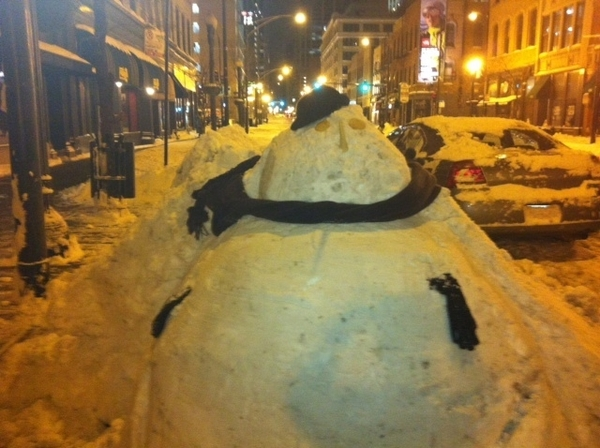 "Frontera's very resourceful valets Luis&Grover turned thick blanket of snow in front of resto n2 a ""valet snowman"""
