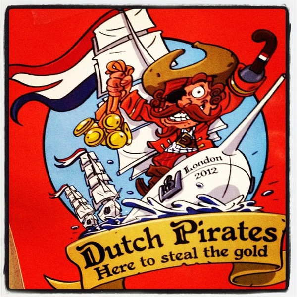 Raise the flag! We're not finished yet! We still have 5 pirates on the water @teammach3, and Lisa & Lobke! #zeilvoorgoud
