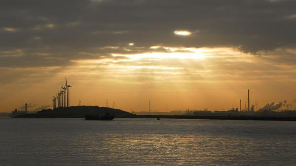9uur vanochtend , de zon begint door te breken in hoek van holland #buienradar