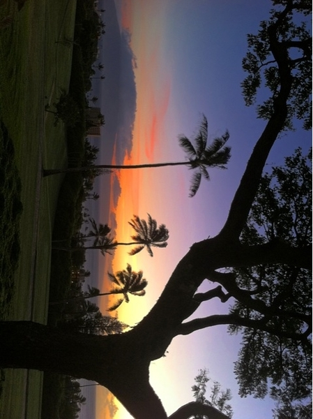 Today we look left to #Lanai for the daily #Maui #Sunset