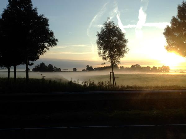 Langs de A13 nabij Rotterdam airport op 20-9-2015 om 07:45 Dat is nog eens fijn de dag beginnen! #buienradar