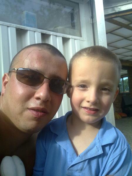 Justin ook samen met pappa op de de #twitterfoto hoezo met de paplepel erin gegoten ? haha