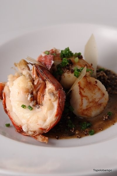 Maine lobster/Viking Village scallops n mojo of black (ferm) & white garlic+chipotle+lime, local spin, tstd quinoa