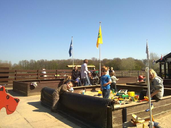 Speelweide 't Ezelsbruggetje te Bleiswijk, walhalla voor de zandknagende kids onder ons. #knarknisperknisperknar