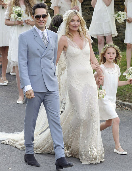 Kate Moss (in a gown designed by John Galliano) and Jamie Hince (in YSL) tied the knot.