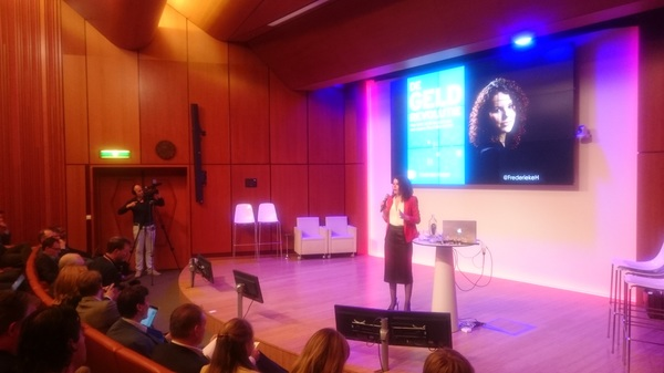 """Nice to have @FrederiekeH on stage talking about """"The Money Revolution"""" #bitcoincongres"""