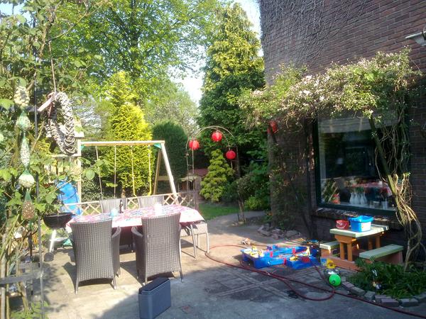 Zo nu nog onze oude tuinset... Volgende week komt de lounge hoek