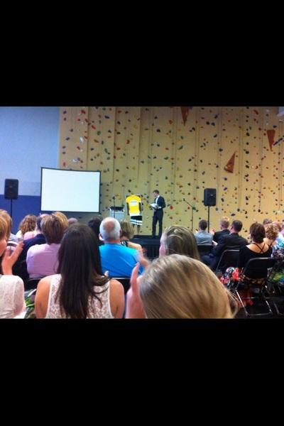 Speech met daarnaast uitreiking voor 'dé geletruidrager onder de Sportmanagement opleidingen!' #smo #HvA