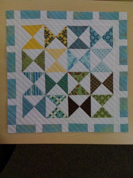 I spy with my little eye a quilted little guy that needs binding. @KarrieLyne @RyanWalshQuilts @mycocoface @TulaPink