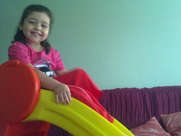 Agora a #Isabel tem um escorregador dentro de casa, o que a gente não faz por nossos filhos? #imaginaDeus