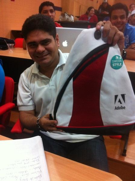 Ganador de mochila #CS6 de #Adobe en el seminario de #Ae de Guayaquil