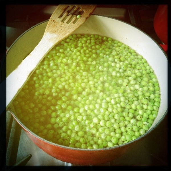 Made chicken stock yesterday, so now it's time for pea soup!