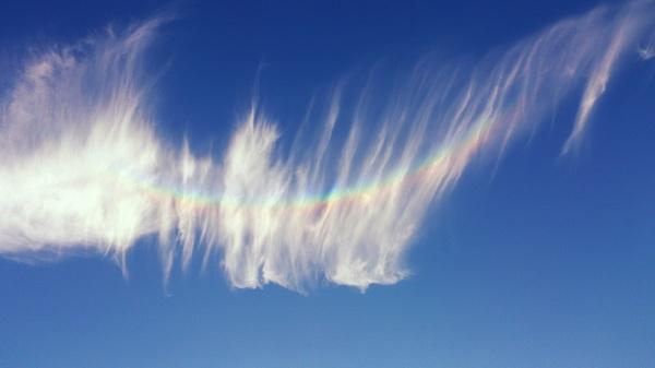 Zondag 20 september, Sint Oedenrode. 8.50uur. Prachtige omgekeerde regenboog te zien en mooie verwaaide wolken. #buienradar