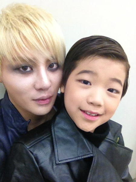 120325 Last Tweets, Other Tweet Update @AmadeRudolph Take Picture with Junsu XiahTodd
