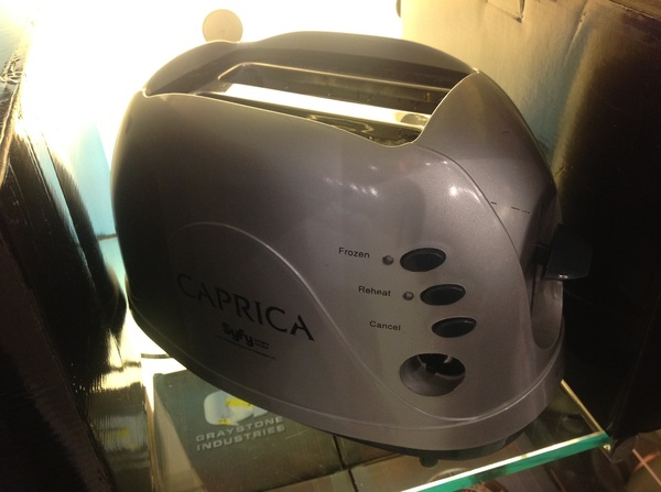 Oh wow. A Cylon Toaster. Now *that* is awesome.