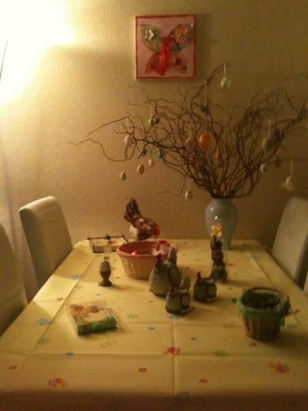 De paastafel is klaar en de eieren zijn verstopt
